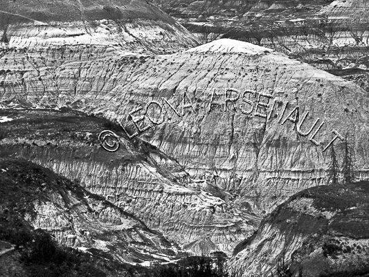 CANADA;ALBERTA;DRUMHELLER VALLEY;ROCK FORMATION;BLACK AND WHITE;LANDSCAPE;HORIZONTAL