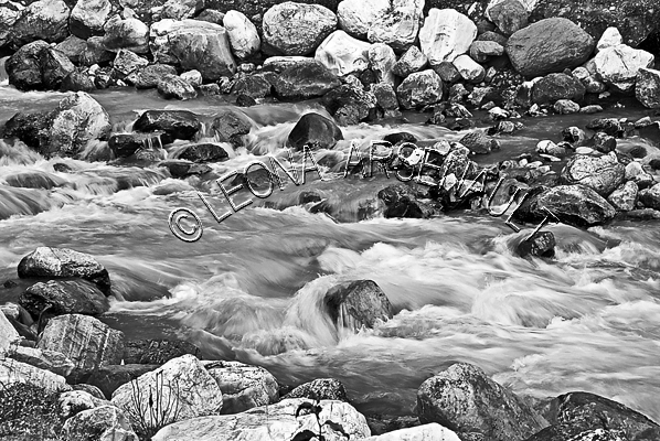 CANADA;ALBERTA;BANFF NATIONAL PARK;CANADIAN ROCKIES;ROCKY MOUNTAINS;ICEFIELD PARKWAY;FALL;STREAM;WATER;FLOW;FLUID;ROCKS;LANDSCAPE;SCENIC;BLACK AND WHITE;HORIZONTAL