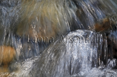 FINE_ART;WATER;STREAMS;FLUID;FLOW;ROCKS;WATERSCAPE;HORIZONTAL;