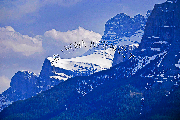 CANADA;ALBERTA;CANMORE;CANADIAN ROCKIES;ROCKY MOUNTAINS;SNOW;FALL;LANDSCAPE;SCENIC;HORIZONTAL