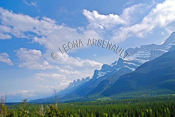 CANADA;ALBERTA;ROCKY MOUNTAIN;CANADIAN ROCKIES;CANMORE;CLOUDS;LANDSCAPE;SCENIC;HORIZONTAL