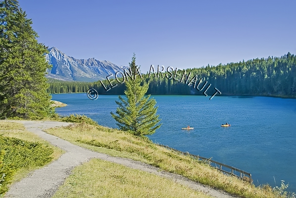 CANADA;ALBERTA;BANFF NATIONAL PARK;CANADIAN ROCKIES;ROCKY MOUNTAIN;JOHNSON LAKE;LAKES;WATER;LANDSCAPE;SCENIC;WATERSCAPE;HORIZONTAL
