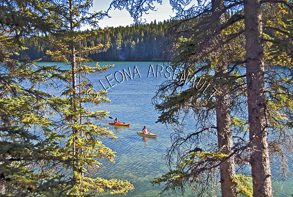 CANADA;ALBERTA;BANFF NATIONAL PARK;CANADIAN ROCKIES;ROCKY MOUNTAIN;JOHNSON LAKE;LAKES;CANOES;CANOEING;WATER;WATERSCAPE;LANDSCAPE;SCENIC;HORIZONTAL