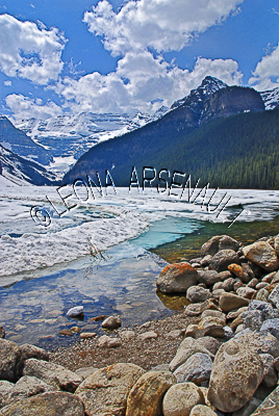 CANADA;ALBERTA;BANFF NATIONAL PARK;ROCKY MOUNTAIN;CANADIAN ROCKIES;LAKE LOUISE;ROCKS;SNOW;WATER;LAKES;SPRING;REFLECTION;WATERSCAPE;LANDSCAPE;SCENIC;VERTICAL