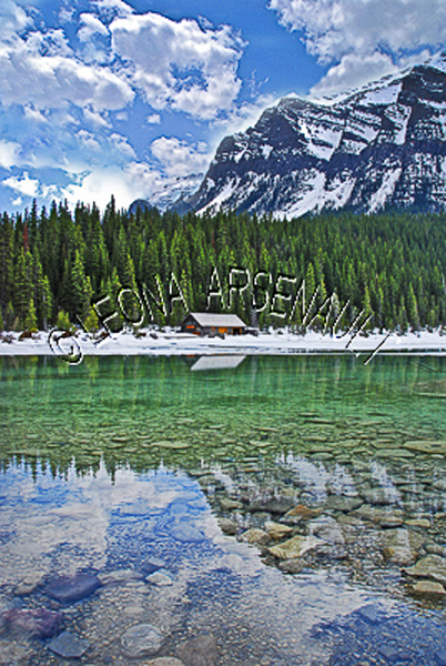 CANADA;ALBERTA;BANFF NATIONAL PARK;ROCKY MOUNTAIN;CANADIAN ROCKIES;LAKE LOUISE;CABINS;SNOW;WATER;LAKES;SPRING;REFLECTIONS;WATERSCAPE;LANDSCAPE;SCENIC;VERTICAL