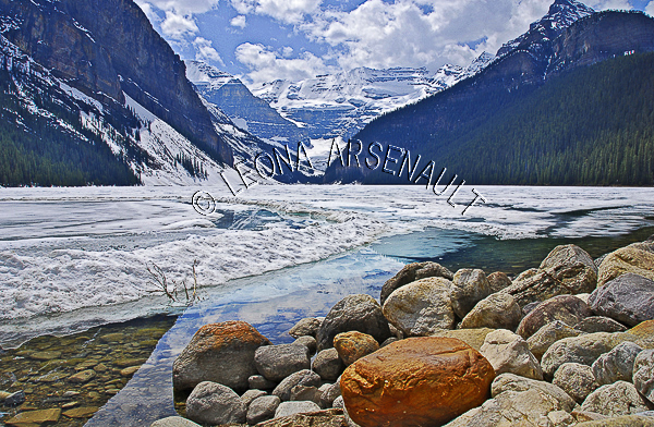 CANADA;ALBERTA;BANFF NATIONAL PARK;ROCKY MOUNTAIN;CANADIAN ROCKIES;LAKE LOUISE;ROCKS;SNOW;WATER;LAKES;SPRING;REFLECTIONS;WATERSCAPE;LANDSCAPE;SCENIC;HORIZONTAL