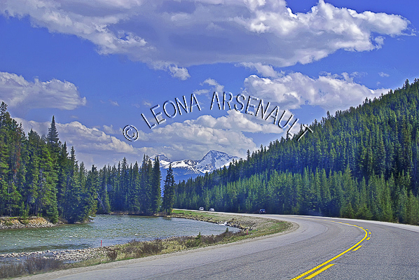 CANADA;ALBERTA;BANFF NATIONAL PARK;ROCKY MOUNTAIN;CANADIAN ROCKIES;LAKE LOUISE;WATER;HIGHWAY;SPRING;LANDSCAPE;SCENIC;HORIZONTAL