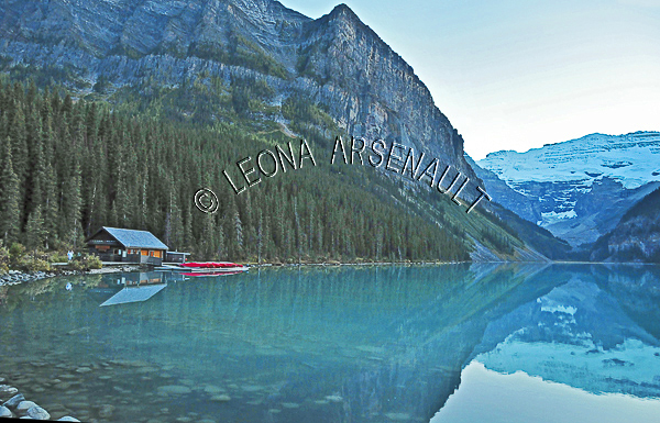 CANADA;ALBERTA;BANFF NATIONAL PARK;ROCKY MOUNTAIN;CANADIAN ROCKIES;LAKE LOUISE;ROCKS;CABINS;WATER;LAKES;SPRING;REFLECTIONS;WATERSCAPE;LANDSCAPE;SCENIC;HORIZONTAL