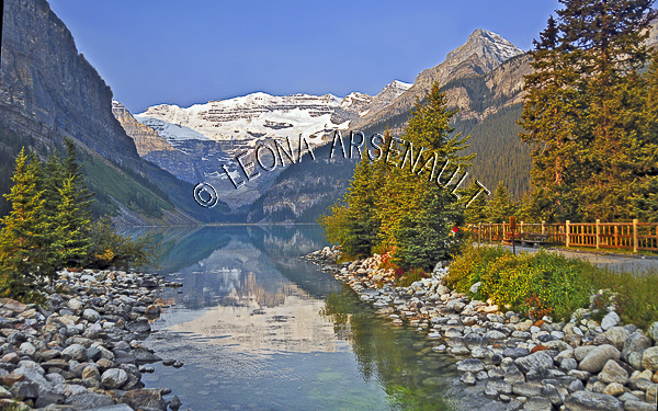 CANADA;ALBERTA;BANFF NATIONAL PARK;ROCKY MOUNTAIN;CANADIAN ROCKIES;LAKE LOUISE;ROCKS;SNOW;WATER;LAKES;FALL;REFLECTIONS;WATERSCAPE;LANDSCAPE;SCENIC;HORIZONTAL