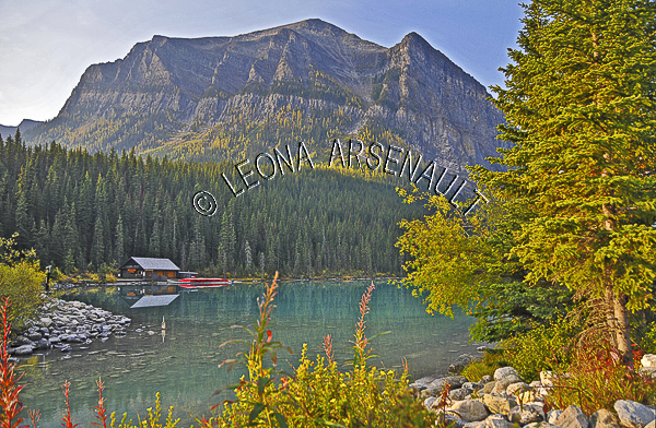 CANADA;ALBERTA;BANFF NATIONAL PARK;ROCKY MOUNTAIN;CANADIAN ROCKIES;LAKE LOUISE;CABIN;WATER;LAKES;FALL;REFLECTIONS;WATERSCAPE;LANDSCAPE;SCENIC;HORIZONTAL