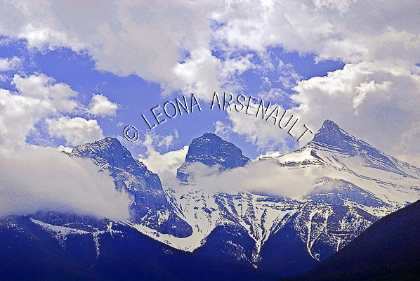 CANADA;ALBERTA;CANMORE;CANADIAN ROCKIES;ROCKY MOUNTAINS;CLOUDS;SPRING;HORIZONTAL;