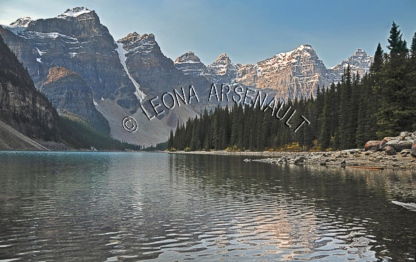 CANADA;ALBERTA;CANADIAN ROCKIES;ROCKY MOUNTAINS;BANFF NATIONAL PARK;MORAINE LAKE;LAKES;MOUNTAINS;WATER;REFLECTION;SUMMER;WATERSCAPE;LANDSCAPE;SCENIC;HORIZONTAL