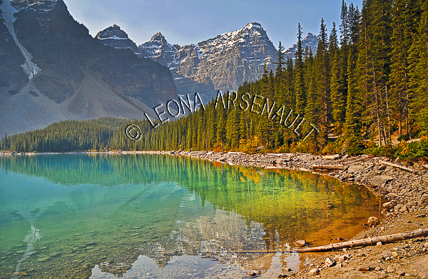 CANADA;ALBERTA;CANADIAN ROCKIES;ROCKY MOUNTAINS;BANFF NATIONAL PARK;MORAINE LAKE;LAKES;MOUNTAINS;WATER;REFLECTIONS;SUMMER;WATERSCAPE;LANDSCAPE;SCENIC;HORIZONTAL