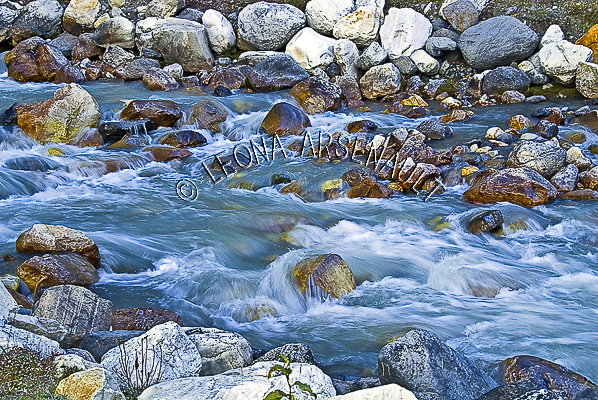 CANADA;ALBERTA;ICEFIELD PARKWAY;CANADIAN ROCKIES;ROCKY MOUNTAINS;WATER;WATERFALL;ROCKS;FLUID;STREAMS;CREEKS;FALL;WATERSCAPE;LANDSCAPE;SCENIC;HORIZONTAL