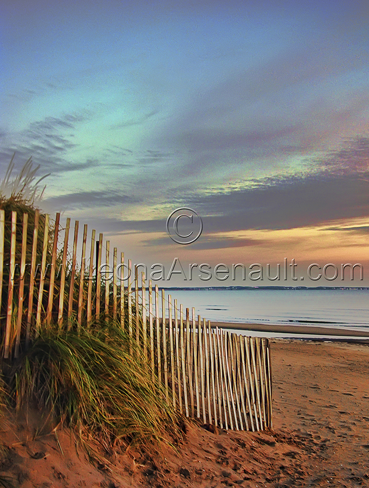 CANADA;NEW BRUNSWICK;PARLEE BEACH;BEACH;SAND;FENCE;WATER;SUNRISE;DAWN;VERTICAL