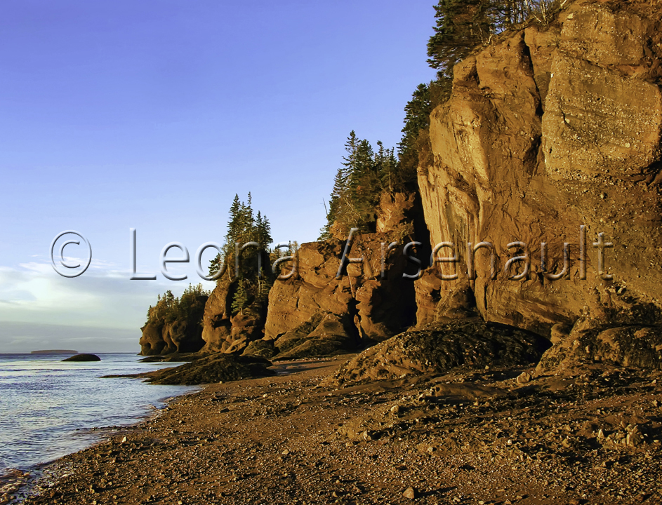 CANADA;NEW BRUNSWICK;HOPEWELL ROCKS;BEACH;WATER;ROCKS;HORIZONTAL