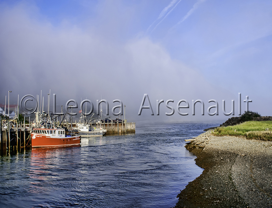 CANADA;NEW BRUNSWICK;ALMA;BOATS;WATER;WHARF;SAND;BEACH;HORIZONTAL;FOG;