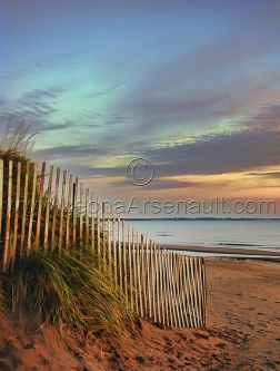 CANADA;NEW_BRUNSWICK;PARLEE_BEACH;BEACH;SAND;FENCE;WATER;SUNRISE;DAWN;VERTICAL