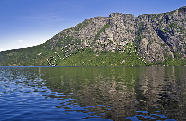 CANADA, NEWFOUNDLAND;GROS MORNE NATIONAL PARK;FJORD VALLEY;GLACIERS;LONG RANGE MOUNTAINS;WATER;UNESCO;WORLD HERITAGE SITE;TEN MILE POND;SUMMER;WATERSCAPE;SCENIC;HORIZONTAL;