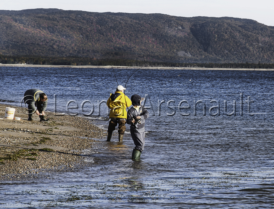 CANADA;NOVA SCOTIA;CAPE BRETON ISLAND;WATER:FISHING;PEOPLE;HORIZONTAL