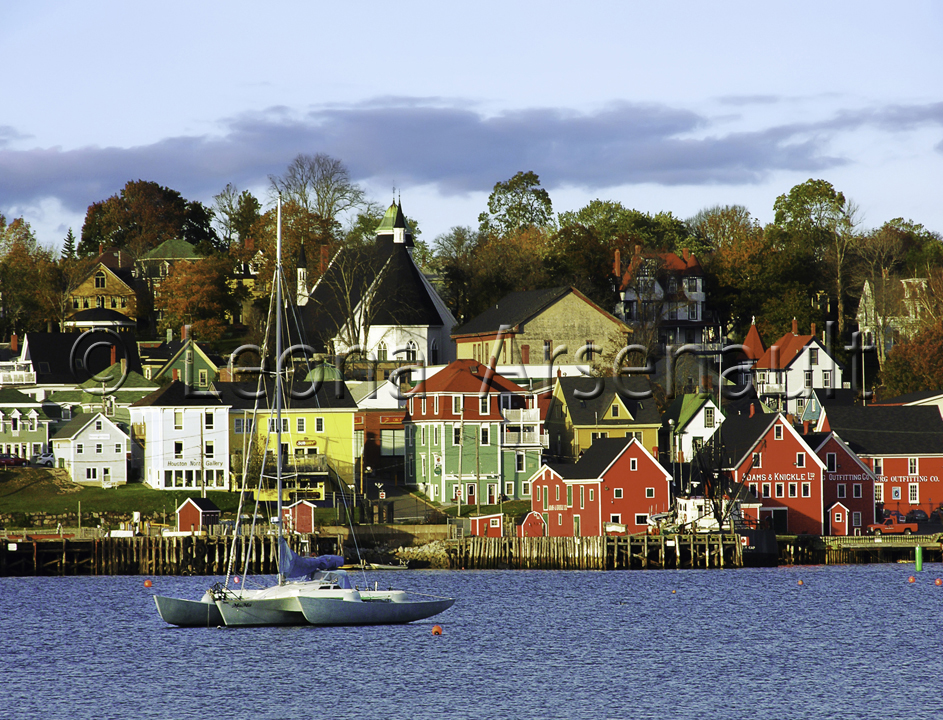 CANADA;NOVA SCOTIA;LUNENBURG;WATER;BOATS;SAIL BOATS;BUILDINGS;WATERSCAPE;HORIZONTAL;