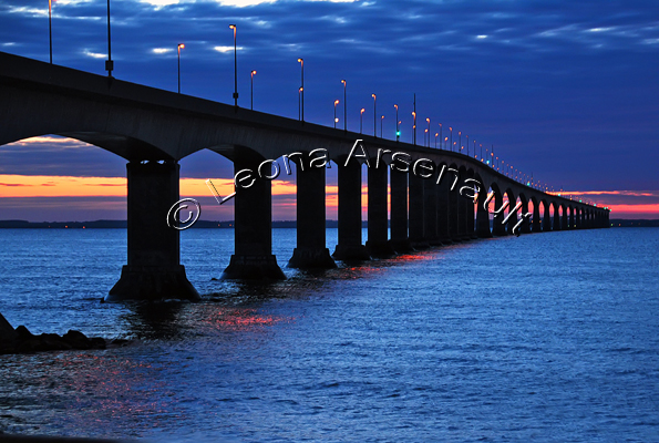 CANADA;PRINCE EDWARD ISLAND;CONFEDERATION BRIDGE;BRIDGE;WATER;NIGHTSCAPE;SEASCAPE;SUNSET;HORIZONTAL