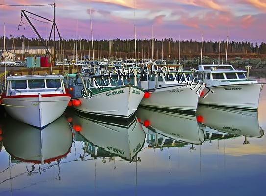 CANADA;PRINCE EDWARD ISLAND;PRINCE COUNTY;CAP-EGMONT;HARBOURS;PIERS;WHARFS;FISHING BOATS;BOATS;SUNSETS;DUSK;WATER;REFLECTIONS;SPRING;NAUTICAL;HORIZONTAL