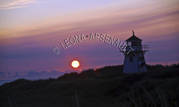 CANADA;PRINCE EDWARD ISLAND;QUEEN'S COUNTY;COVEHEAD LIGHTHOUSE;PRINCE EDWARD ISLAND NATIONAL PARK;PARKS;LIGHTHOUSES;SILHOUETTES;NAUTICAL;SUMMER;SUNRISES;LANDSCAPE;NIGHTSCAPE;HORIZONTAL
