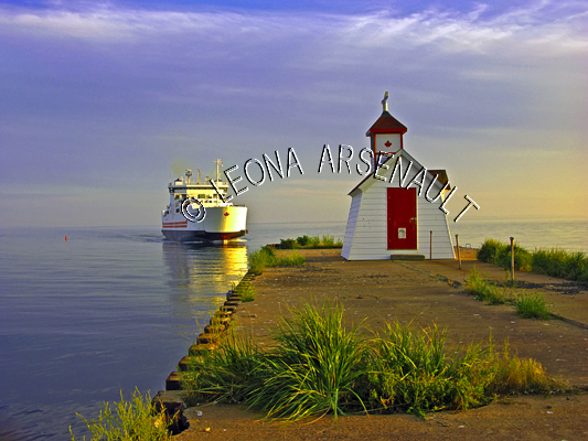 CANADA;PRINCE EDWARD ISLAND;QUEEN'S COUNTY;WOOD ISLANDS;NORTH THUMBERLAND STRAIT;FERRY;BOATS;LIGHTHOUSES;WOOD ISLANDS FRONT LIGHTHOUSE;NAUTICAL;SUNSETS;DUSK;SEASCAPE;SCENIC;CONFEDERATION FERRY;HORIZONTAL