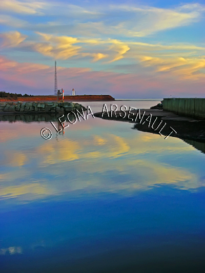 CANADA;PRINCE EDWARD ISLAND;PRINCE COUNTY;CAP-EGMONT;WATER;WHARFS;PIERS;HARBOURS;LIGHTHOUSES;NAUTICAL;DUSK;SUNSETS;SPRING;SEASCAPE;SCENIC;VERTICAL