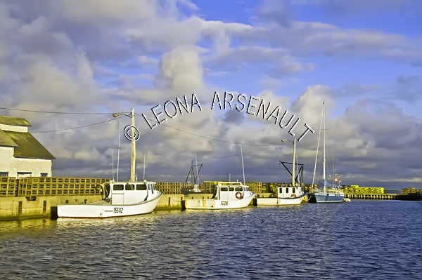 CANADA;PRINCE EDWARD ISLAND;PRINCE COUNTY;ABRAM-VILLAGE;HARBOURS;PIERS;WHARFS;BOATS;FISHING BOATS;CLOUDS;NAUTICAL;WATER;BUILDINGS;SUMMER;SEASCAPE;SCENIC;HORIZONTAL