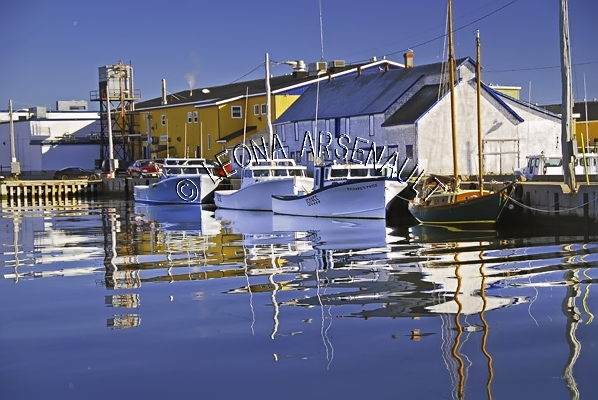 CANADA;PRINCE EDWARD ISLAND;PRINCE COUNTY;ABRAM-VILLAGE;FISHING BOATS;BUOYS;BOATS;BUILDINGS;PIER;WHARF;HARBOUR;NAUTICAL;WATER;REFLECTION;FALL;SEASCAPE;SCENIC;HORIZONTAL