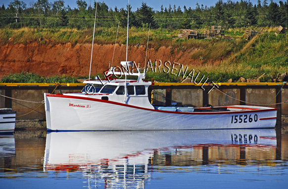 CANADA;PRINCE EDWARD ISLAND;PRINCE COUNTY;CAP-EGMONT;FISHING BOAT;BOAT;PIER;WHARF;HARBOUR;NAUTICAL;WATER;REFLECTION;SUMMER;SEASCAPE;SCENIC;HORIZONTAL