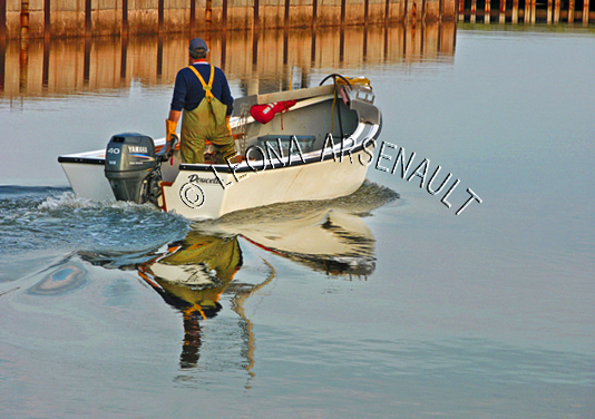 CANADA;PRINCE EDWARD ISLAND;PRINCE COUNTY;ABRAM-VILLAGE;FISHING BOAT;DORY;BOAT;OYSTER FISHERMAN;FISHERMAN;NAUTICAL;WATER;REFLECTION;SPRING;SEASCAPE;HORIZONTAL