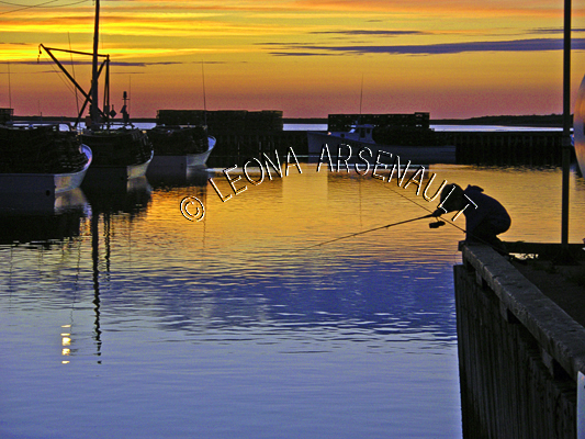CANADA;PRINCE EDWARD ISLAND;PRINCE COUNTY;ABRAM-VILLAGE;WATER;SILHOUETTE;SUMMER;FISHING;NAUTICAL;SEASCAPE;HORIZONTAL