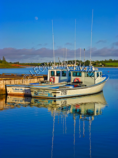CANADA;PRINCE EDWARD ISLAND;QUEEN'S COUNTY;FRENCH RIVER;FISHING BOATS;BOATS;WATER;SPRING;REFLECTION;NAUTICAL;SEASCAPE;SCENIC;VERTICAL