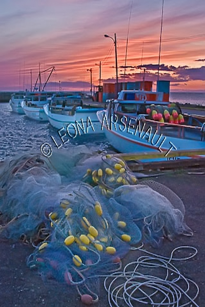 CANADA;PRINCE EDWARD ISLAND;PRINCE COUNTY;CAP-EGMONT;;SUMMER;NAUTICAL;BOATS;FISHING BOATS;FISHING NETS;NETS;BUOYS;SUNSET;DUSK;WATER;SEASCAPE;SCENIC;VERTICAL
