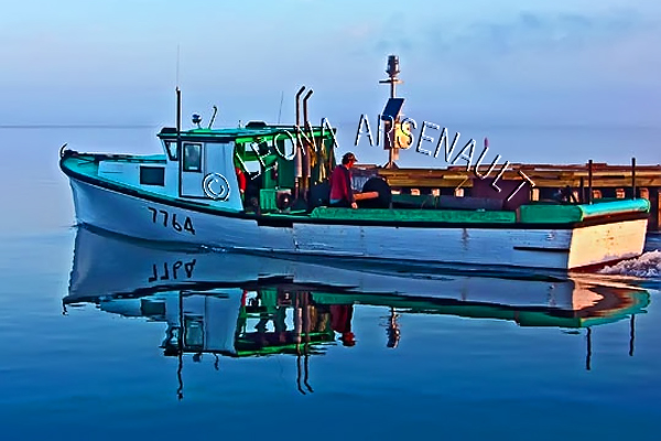 CANADA;PRINCE EDWARD ISLAND;PRINCE COUNTY;ABRAM-VILLAGE;FISHING BOAT;BOAT;REFLECTION;;DAWN;NAUTICAL;SEASCAPE;HORIZONTAL