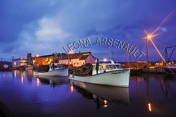 CANADA;PRINCE EDWARD ISLAND;PRINCE COUNTY;ABRAM-VILLAGE;FISHING BOATS;BOATS;REFLECTION;BUILDING;PIER;WHARF;HARBOUR;SUMMER;SUNSET;DUSK;NIGHTSCAPE;SEASCAPE;HORIZONTAL