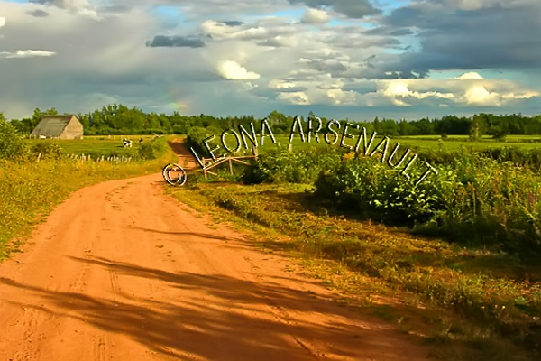 CANADA;PRINCE EDWARD ISLAND;PRINCE COUNTY;ABRAM-VILLAGE;SUNSET;BUILDING;CLAY ROAD;RED SOIL;CLOUDS;BARN;RAINBOW;FIELDS;LANDSCAPE;HORIZONTAL