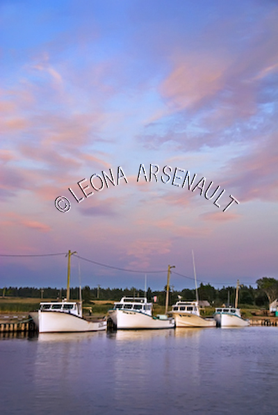 CANADA;PRINCE EDWARD ISLAND;PRINCE COUNTY;ABRAM-VILLAGE;SUNSETS;DUSK;BOATS;FISHING;WATER;PIERS;REFLECTIONS;WHARFS;HARBOURS;NAUTICAL;SUMMER;SEASCAPES;SCENIC;VERTICAL
