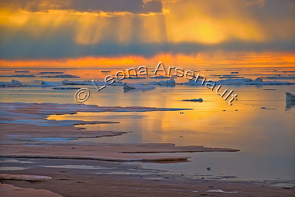 CANADA;PRINCE EDWARD ISLAND;PRINCE COUNTY;MAXIMEVILLE;WATERSCAPE;WINTER;ICE;WATER;SEASCAPE;WINTERSCAPE;SUNSET;REFLECTION;SCENIC;HORIZONTAL