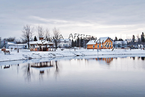 CANADA;PRINCE EDWARD ISLAND;PRINCE COUNTY;WELLINGTON;WATER;TREES;SNOW;ICE;BUILDINGS;REFLECTIONS;SCENIC;WINTER;WINTERSCAPE;WATERSCAPE;HORIZONTAL