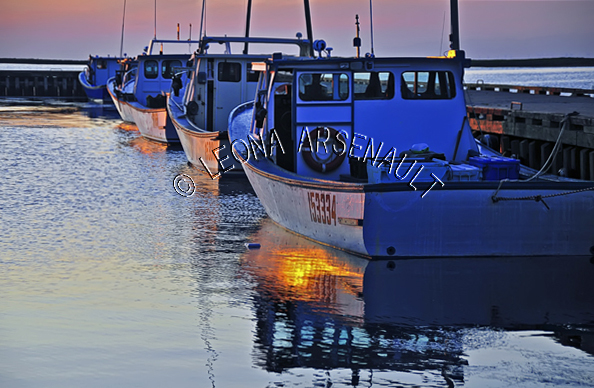 CANADA;PRINCE EDWARD ISLAND;PRINCE COUNTY;ABRAM-VILLAGE;BOATS;SUNSETS;FISHING;WHARFS;PIERS;HARBOURS;NAUTICAL;SUMMER;WATER;SEASCAPES;SCENIC;HORIZONTAL