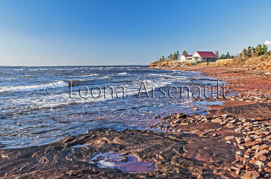 CANADA;PRICE EDWARD ISLAND;QUEEN'S COUNTY;POINT PRIM;BUILDING;SHORE;BEACH;HORIZONTAL;