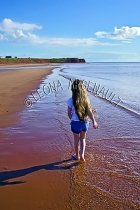 CANADA;PRINCE_EDWARD_ISLAND;PRINCE_COUNTY;MAXIMEVILLE;BEACH;CHILD;CLIFFS;SAND;SU