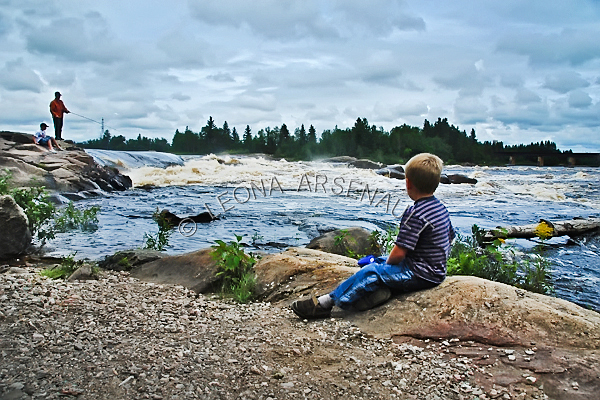 CANADA;QUEBEC;SAGUENAY-LAC-SAINT-JEAN;SAINT- FÉLICIEN;CHUTE DES CHAUDIÈRES;WATER;ROCKS;WATERFALLS;CHILDREN;FISHERMEN;FISHING;FLOW;FLUID;WATERSCAPE;HORIZONTAL